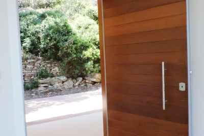 Дом в стиле авангард с видом на море, рядом с Жироной